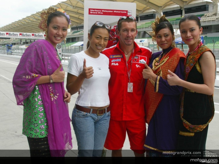 Traditional Malaysian girls in the paddock
