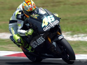 Rossi action 1 Test Sepang 2004