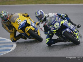 Gibernau vs Biaggi action Jerez 2004