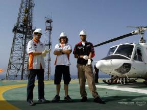 Hayden, Barros y Xaus visitan un plataforma de Repsol en Tarragona