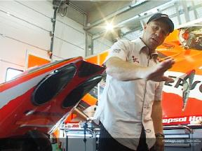 Randy Mamola explains the new exhaust for the RC211V
