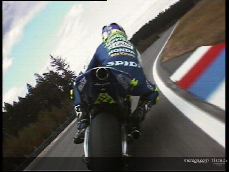 Relive the Gibernau and Rossi battle at Brno