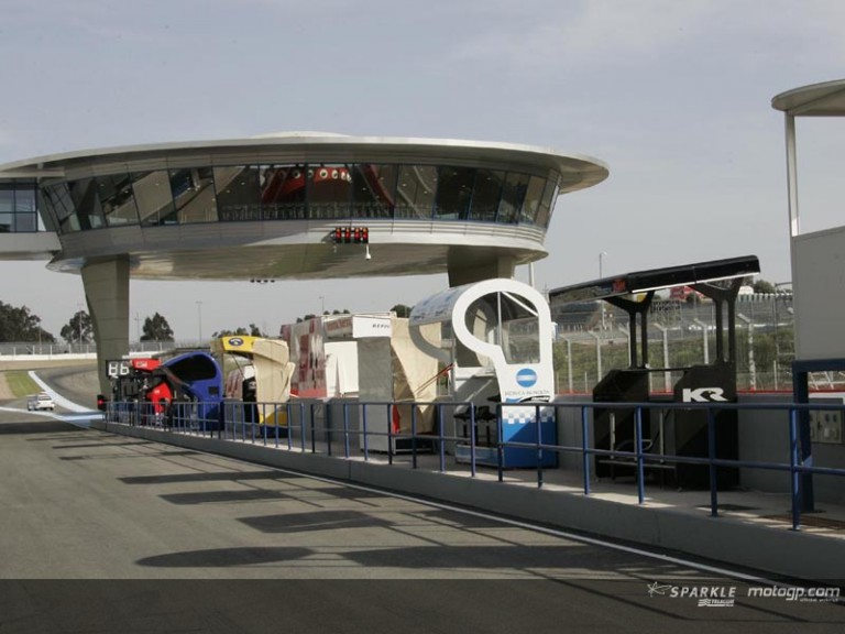 Paddock prepares for the Marlboro Jerez GP