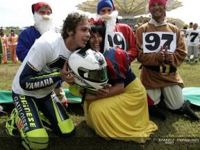 Rossi celebra il suo 7º titolo con il fan club