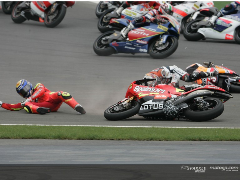 LORENZO crash - Photo Gallery