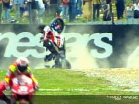 Casey STONER cade durante la gara