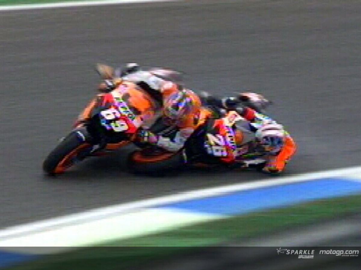 176821_pedrosa-and-hayden-crash-during-r
