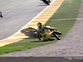 Caída de Valentino ROSSI durante la carrera