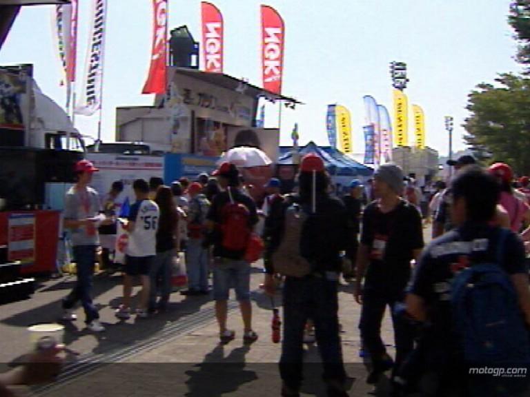 Fans raise MotoGP paddock atmosphere