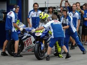 Rossi in Motegi pits