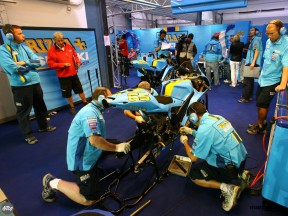 Rizla Suzuki lines up 2008 and 2007 machines at Losail