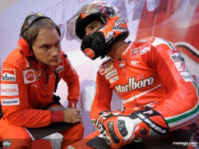Marco Melandri in his box with chief engineer Cristian Pupulin