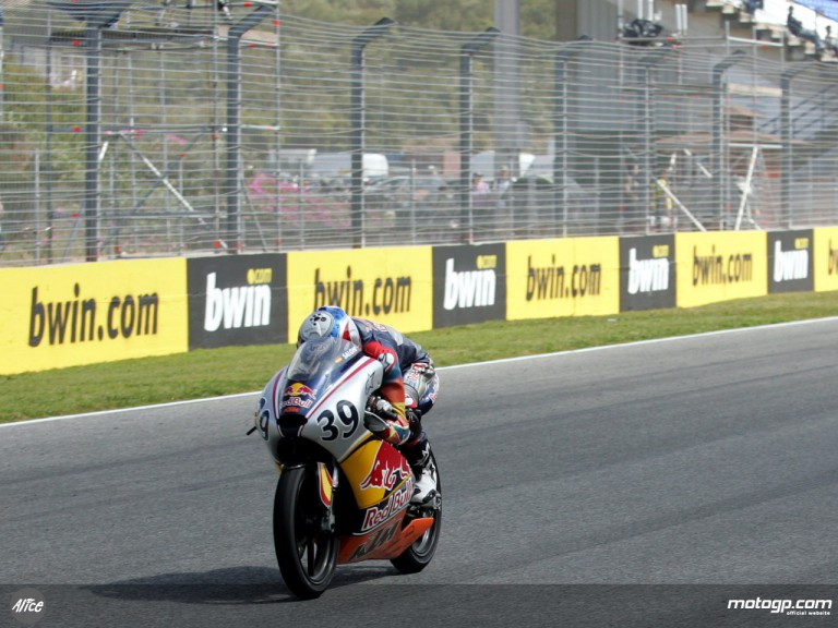 Salom on his way to victory at Jerez in the Red Bull MotoGP Rookies Cup
