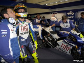 Valentino Rossi and Davide Brivio in the Fiat Yamaha box