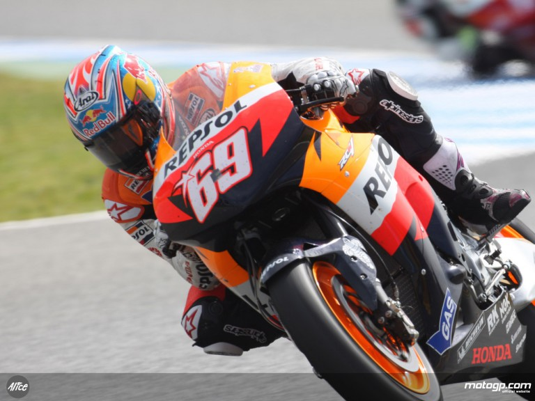 Nicky Hayden pushing for times at Jerez