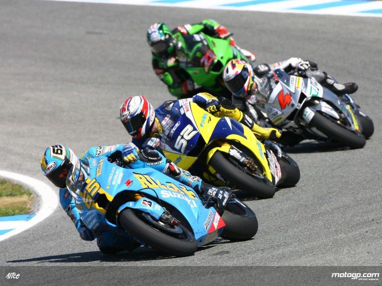 Loris Capirossi leading the fight for 5th position at Jerez