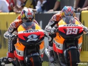 Repsol Honda riders Pedrosa and Hayden at the start of the Spanish GP