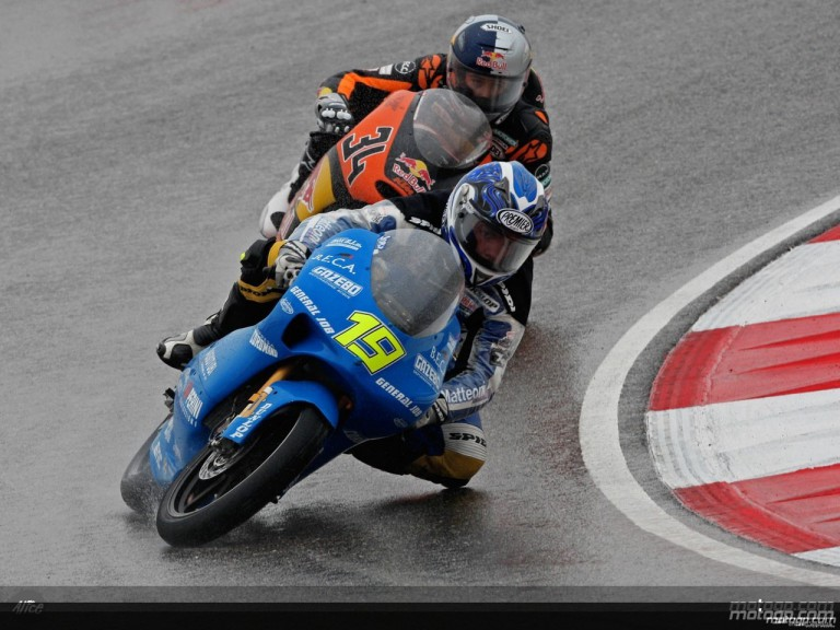 Lacalendola and Krumenacher in action in Shanghai (125cc)