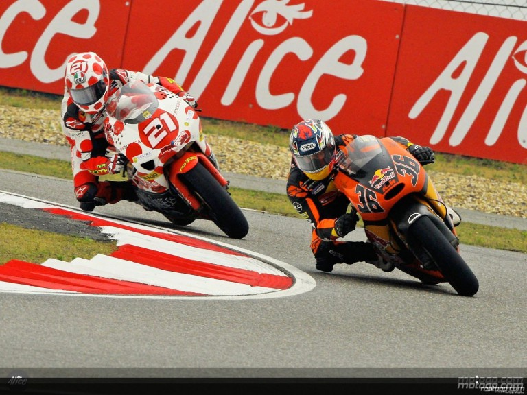 Kallio and Barberá in action in Shanghai (250cc)