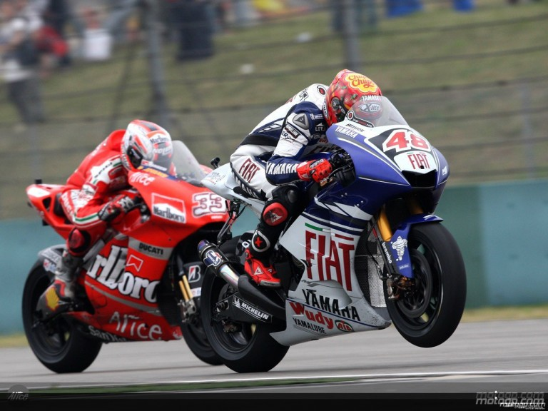 Lorenzo and Melandri in action in Shanghai (MotoGP)