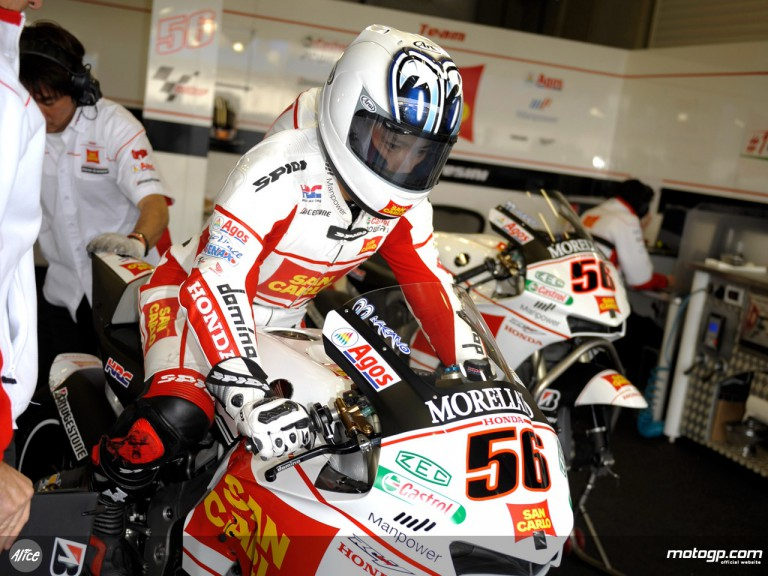 Shinya Nakano in the San Carlo Honda garage