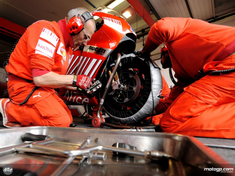 Ducati Technicians working on Stoner´s bike