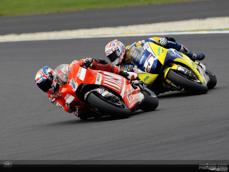 Stoner and Edwards in action in Le Mans