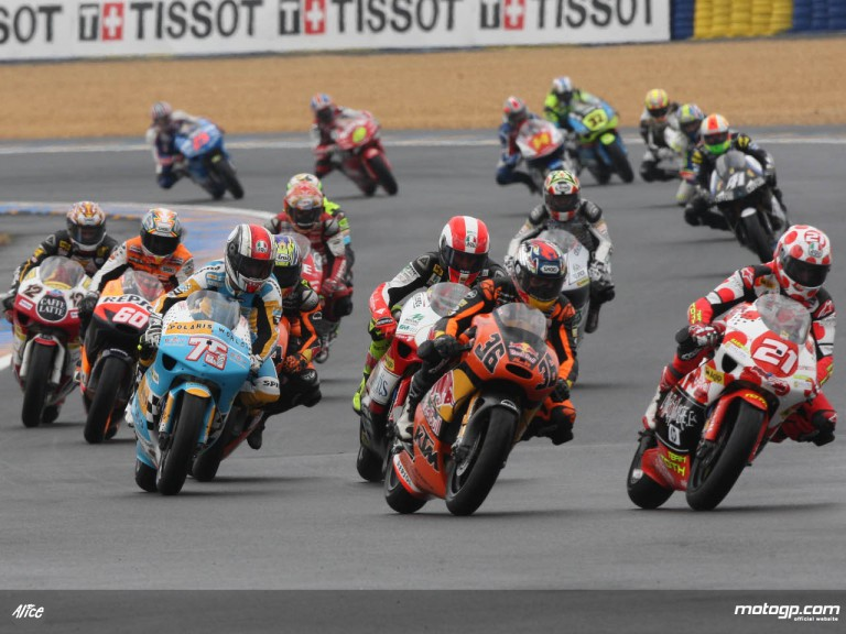 250cc group in the early stages of the French GP at le Mans