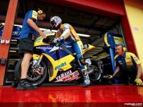 Colin Edwards with mechanics in the Tech 3 garage