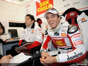 Alex de Angelis in the San Carlo Hona Gresini garage