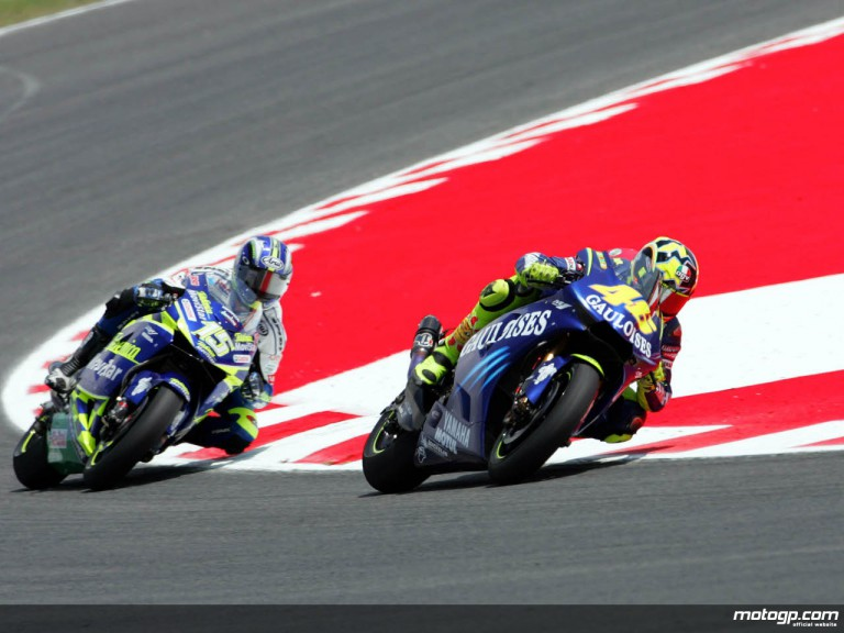 Valentino Rossi leading Sete Gibernau in the 2004 Catalan GP
