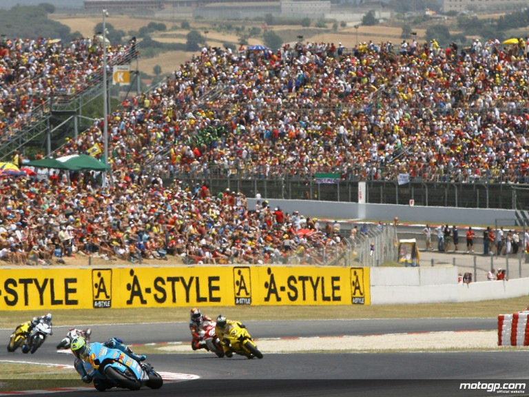Crowded grandstands at Catalunya for the 2007 GP