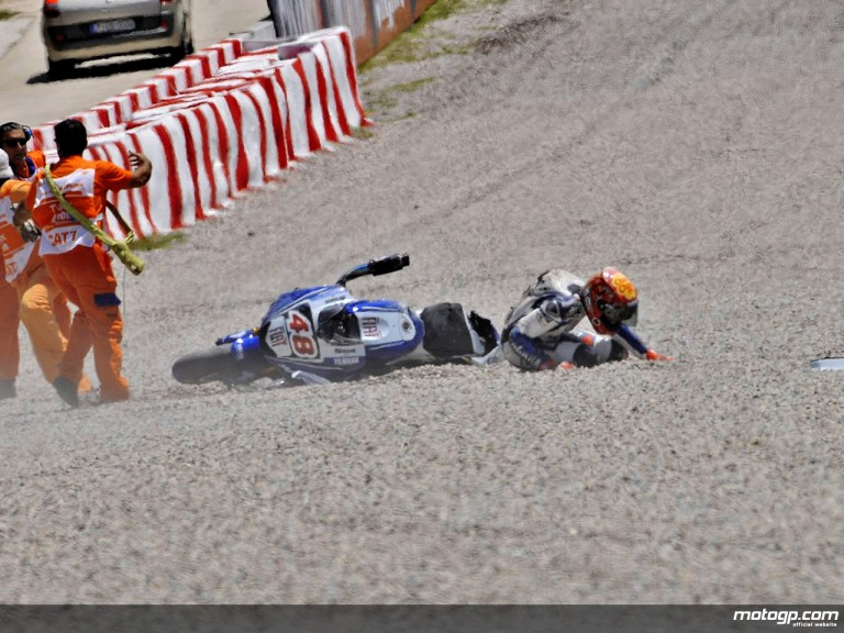 Lorenzo crashes out in the second free practice session at the Catalunya Circuit