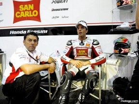 Alex de Angelis in the San Carlo Honda Gresini garage