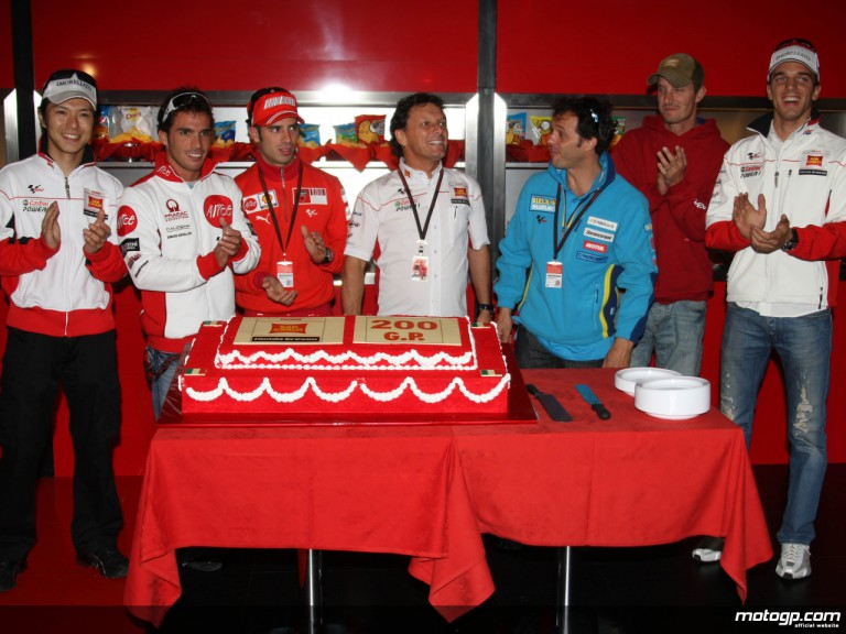 Current and former Gresini riders celebrate the team 200th GP