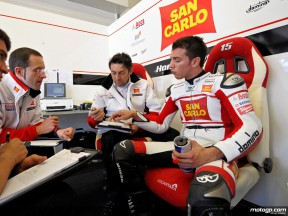 Alex de Angelis in the San Carlo Honda Gresini garage