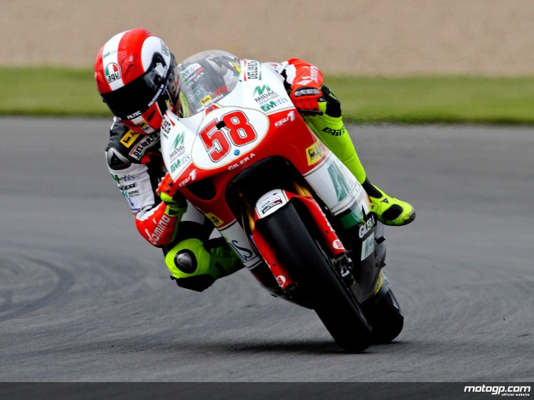 Marco Simoncelli in action in Donington (250cc)