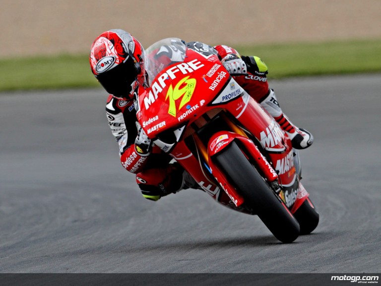 Alvaro Bautista in action in Donington (250cc)