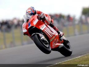Casey Stoner in action in Donington (MotoGP)