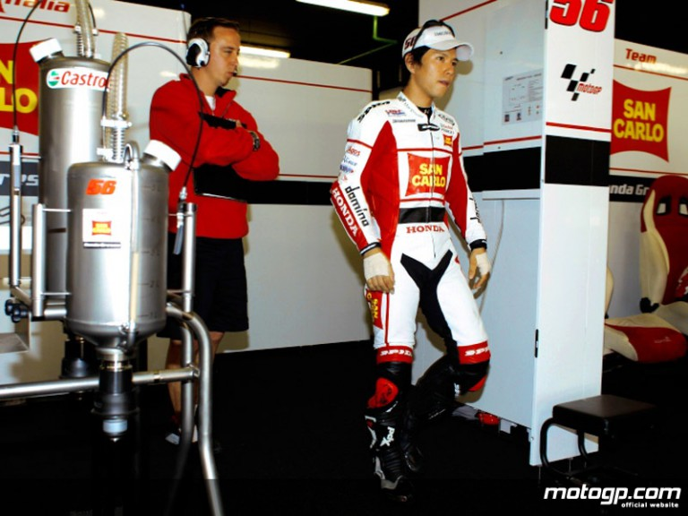 Shinya Nakano in the San Carlo Honda Gresini garage (MotoGP)