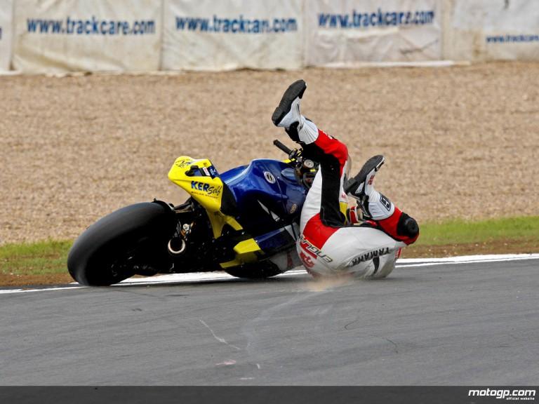 Toseland´s first corner Donington crash (MotoGP)