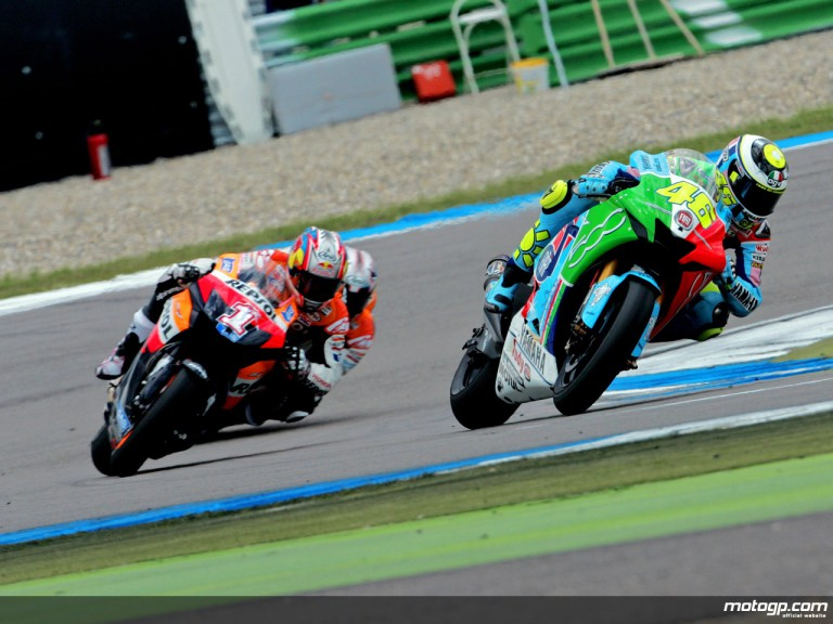 Valentino Rossi riding ahead of Nicky Hayden in Assen, 2007