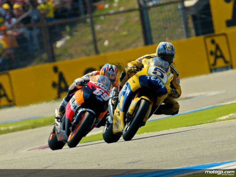 Hayden chasing Edwards in Assen, 2006