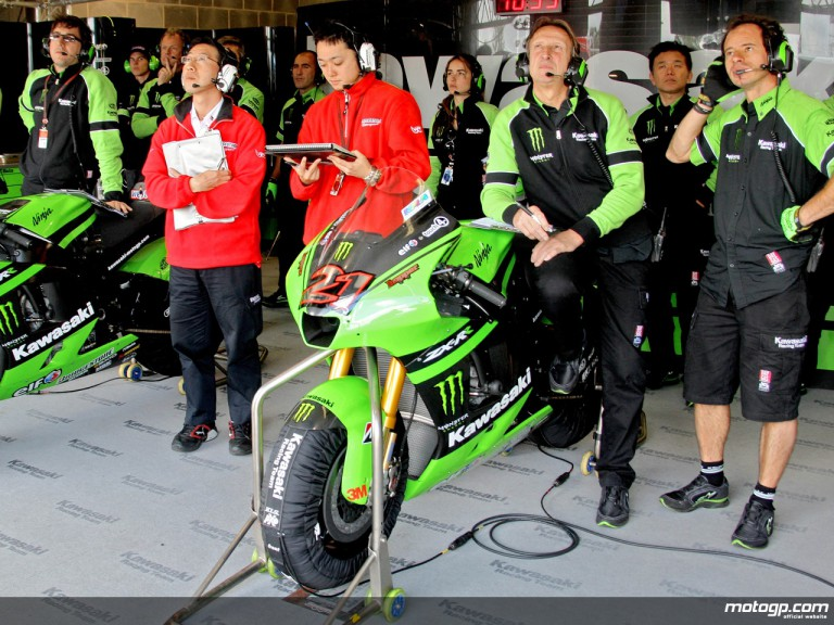 Kawasaki mechanics observing rider progression
