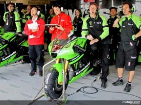Kawasaki mechanics observing rider progression