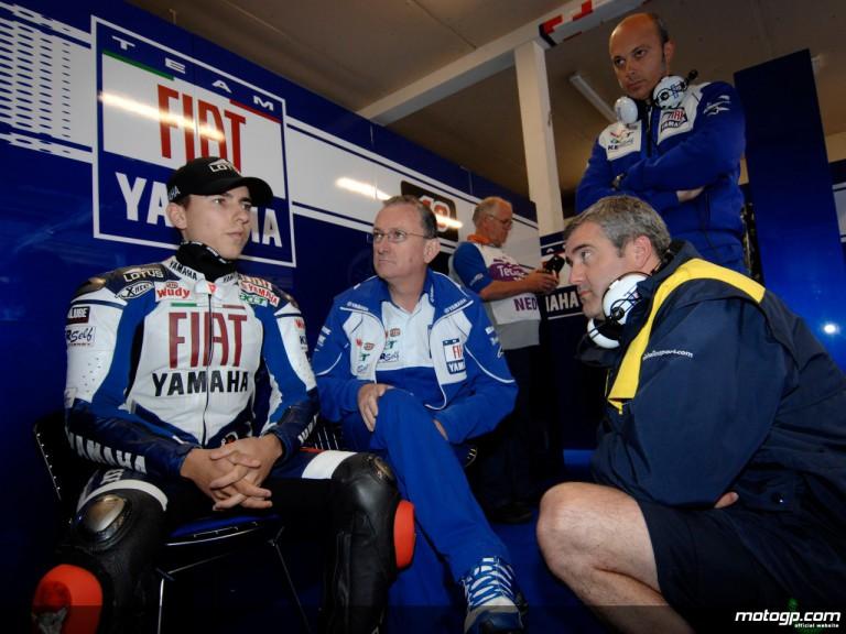 Jorge Lorenzo and his crew chief Ramon Forcada in the Fiat Yamaha box