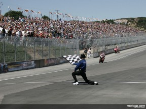 Hayden winning at Laguna Seca in 2005