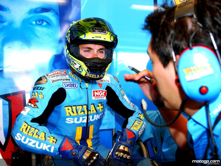 Chris Vermeulen in the Rizla Suzuki garage (MotoGP)