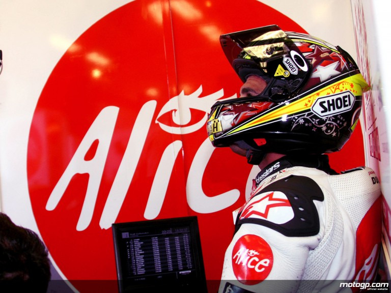 Toni Elias in the Alice Team garage (MotoGP)