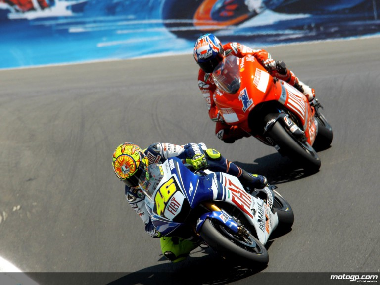 Valentino Rossi and Casey Stoner in action in Laguna Seca (MotoGP)
